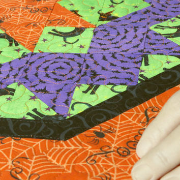 Quilted Table Topper - Halloween Boo                         324