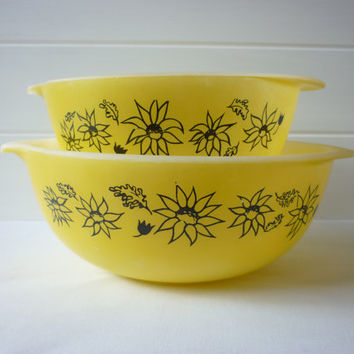 Early Agee Pyrex mixing bowls