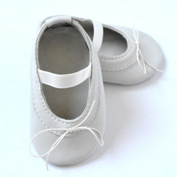 Handmade soft sole leather baby shoes / Baby girl ballet shoes / Baby girl ballet flats / Baby girl mary janes / Ivory baby girl shoes