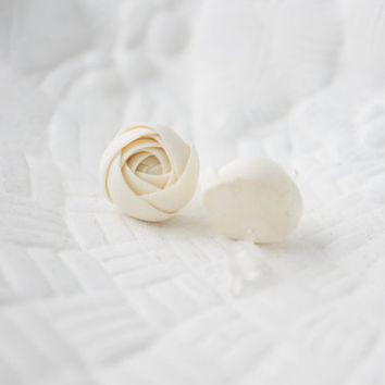 Hypoallergenic Ivory flower earrings, flower stud earrings, Ivory flowers Ranunculus stud earrings