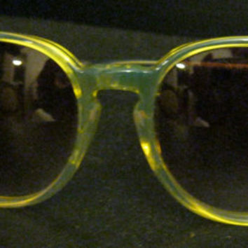Vintage Yellow Preppy Sunglasses / Round / Iridescent Yellow / Mod / Deadstock // Cool