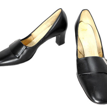 1960s Naturalizer Leather Heels / Black Silver Buckle / School Marm / Mad Men / Office Fashion / Womens Vintage Heels / Size 7.5