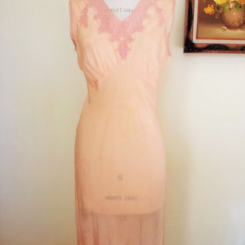 Vintage 1930s Nightgown / Bias Cut Nightgown / 30s Silk Rayon Nightgown /  1930s Slip / Blush Silk / Vintage Lingerie / Lace Trim
