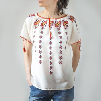 Vintage Boho Peasant Blouse - White Cotton 80s Embroidered Hippie Shirt - Flowers Embroidery Gypsy Top - Small Blouse Hippy Orange Red White