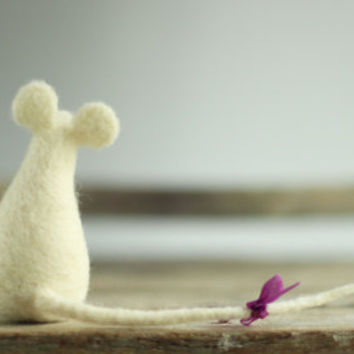 A Little Felt White Baby Mouse -Needle Felt Art Doll - Mouse Miniature