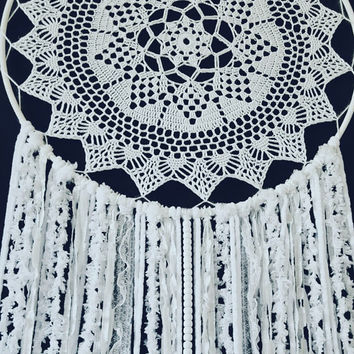 Doily Dream Catcher - White Doily Dream Catcher - White Boho Dream Catcher - Lace Wedding Decor - Boho Wedding Decor - Crochet Dream Catcher