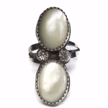 Vintage Southwestern Sterling Navajo Mother of Pearl Ring Size 7