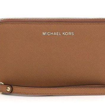 DCCKB7E MICHAEL Michael Kors Jet Set Large Flat Multifunction Phone Case WRISTLET ACCORN