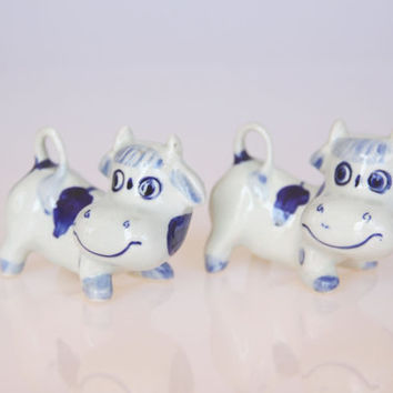 Ceramic miniature blue willow cows, kitchen cow decor, farmer decoration, blue and white cow figurines, cottage kitchen decoration
