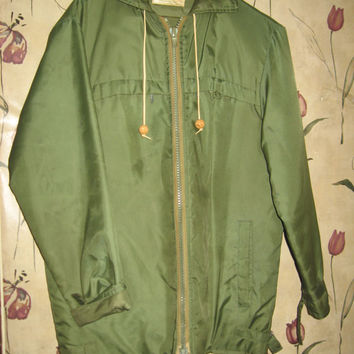 VTG 50s mens LL BEAN Mens military style Work Chore hooded Coat in the green sateen coat parka