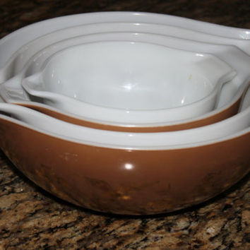 Vintage Classic Pyrex Early American Cinderella Design Mixing Bowl Set, Set of 4 Bowls