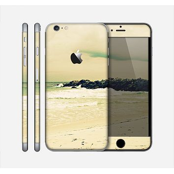 The Vintage Subtle Yellow Beach Scene Skin for the Apple iPhone 6 Plus