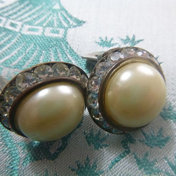 Classic Vintage 60's Clear Rhinestone Pearl Lucite Clip Earrings Mid Century Rhinestones Old Hollywood Glam MadMen Jewelry Jewellery Clipons