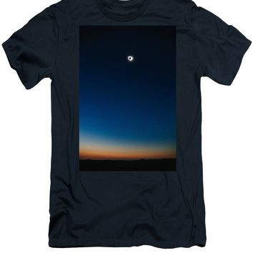 Solar Eclipse, Syzygy, The Sun, The Moon And Earth - Men's T-Shirt (Athletic Fit)
