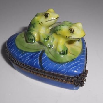 Limoges Box Frogs Toads Lily Pad Heart Trinket Box France P.V Parry Vieille