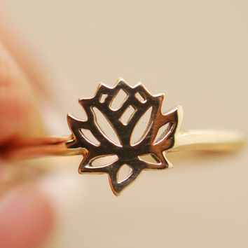 The Original Tiny Wonders Lotus Ring 14 karat gold