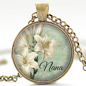 White Lily Nana Necklace, Mother's Day Jewelry, Green Pendant, Vintage White Lily Gift for Her (1915)