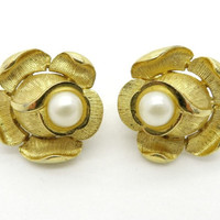 Trifari Flower Pearl Earrings, Vintage Gold Tone Clip ons