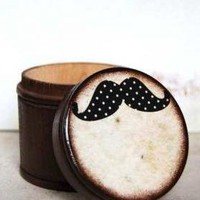 Large Mustache Box on Luulla