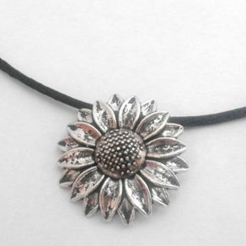 Silver Plated Antique Sunflower Charm Choker Necklace