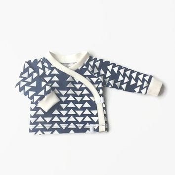 Baby kimono wrap shirt. Toddler longsleeve. Wrap top. Dark blue cotton with white triangles.  Longsleeve shirt.