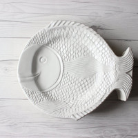 Vintage Set of 13 White Reusable Plastic Fish Trays Paper Plate Holders | Outdoor, Party, BBQ, and Camping Goods | Instant Collection