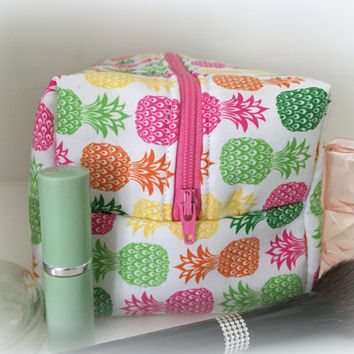 Pineapple Makeup Bag, Pink makeup bag, Bridesmaid gift- Monogram Available