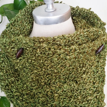 Green Cowl Scarf with Toggle Buttons, Knit, Wooden Button Neckwarmer, Chunky Knit Scarf for Spring