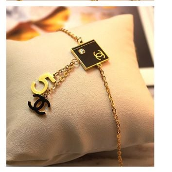 LV/VERSACE/MK/CHANEL/FOUR LEAF Fasion Women Hand chain Accessories Gift Random Delivery