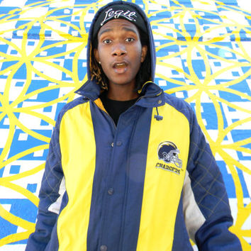 Vintage 90s Ski Snow Boarding Winter Jacket. Hooded San Diego CHARGERS NFL ProLine Starter Jacket. Yellow Navy Blue White. Size Mens L Large