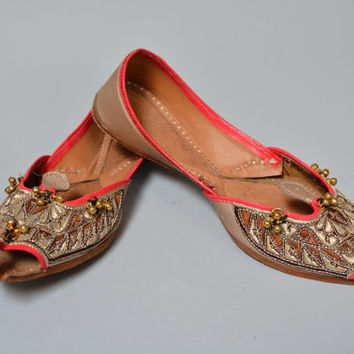 Vintage Embroidered Indian Women's Shoes - Pointy Leather Ethnic Flats Size 9