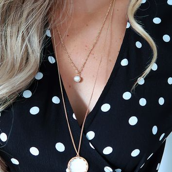 Somewhere To Roam Necklace: Gold