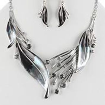 Gradient Color Metal Feather Bib Matte Finish Necklace And Earring Set