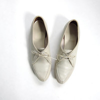 70s off white leather shoes. Lace up oxfords. Womens bowling shoes.