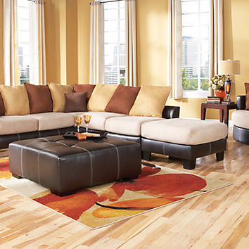 Suttons Bay   4 Pc Sectional Living Room