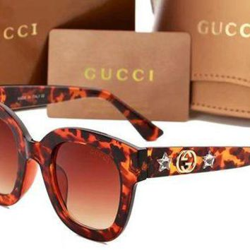 DCCKR2 Gucci is wearing sunglasses, sunglasses, sunglasses and sunglasses Leopard grain N-ANMYJ-BCYJ
