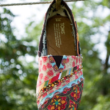 $85.00 Tom's Fabric Covered Shoes by JageinaCage on Etsy
