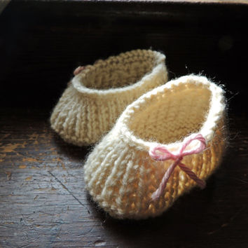 Knit Newborn Baby Wool Ballet Flat Slipper Shoes with Elastic //booties bow slip on baby shower gift photo prop semi custom gender neutral