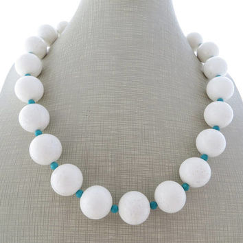 White coral necklace with turquoise, chunky necklace, gemstone choker, beaded necklace, large bead necklace, stone jewelry, gioielli, bijoux