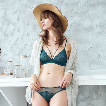 French lace full perspective sexy triangle cup bra set without steel ring thin cup ladies underwear