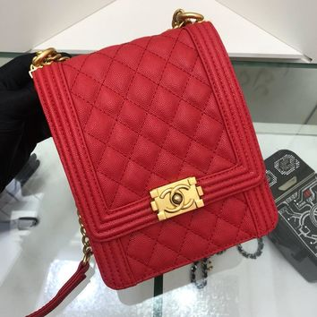 DCCK 956 CHANNEL Granular embossed Slant Spanning Fashion Leisure Handbag 19.5-16-6cm Red