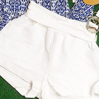 BANDED LINEN SHORTS IN WHITE