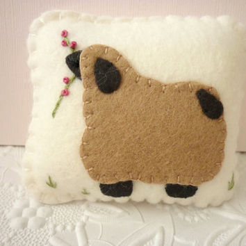 Primitive Pincushion Sheep Wool Felt Applique Ewe Penny Rug