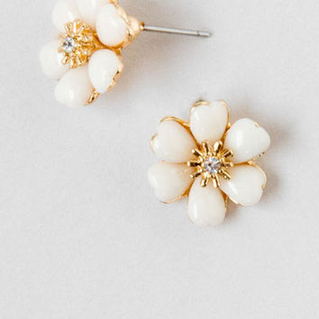 Lily Ivory Stud Earrings