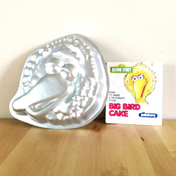 Sesame Street / Big Bird Aluminum Cake Creator with Instruction Pamphlet {1977} Vintage Cake Mold