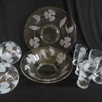 Jeanette Glassware, cake plate, large fruit bowl, 5 drinking glasses and 2 round rose vases