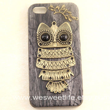 Owl iphone 5 case, PU Leather iphone 5 case,black Wood Grain Hard Case, Vintage style owl with Brass Branch iphone 5 Hard Case Cover