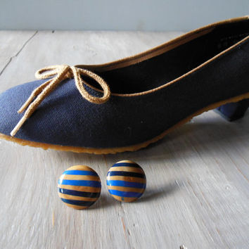 Batten Blue Pump | Vintage 1970s Navy Blue Fabric Pump w/ Tan Trim | Low Heel and Rubber Moc Sole | Size 6.5 to 7 | Never worn