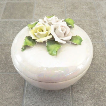 White lustreware trinket box jewelry box with white yellow roses - Wedding favors bridal-shower favors - SICO House for Novelties Germany