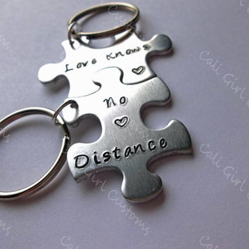 friends gift, long distance gift, best friend gift, friendship gift, custom keychains, gift for a friend, love knows no distance